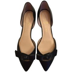 Pre-owned Ivanka Trump Black Flats ($154) ❤ liked on Polyvore featuring shoes, flats, black, leather pointed toe flats, ivanka trump flats, black bow flats, black shoes and pointed toe bow flats