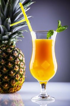 11 receptjes voor lekkere mocktails als je meedoet met Tournée Minérale Manly Cocktails, Classic Cocktails, Summer Cocktails, Cocktail Drinks, Fun Drinks, Limonade Rose, Lemonade Bar, Pineapple Drinks, Jus D'orange