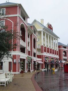 What is there to do at Disney's BoardWalk area? ~ Walt Disney World Hints