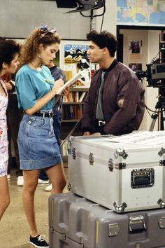 Early 90s Fashion, Decades Fashion, Fashion Tv, Fashion Ideas, Jean Skirt Outfits, Saved By The Bell, 80s Outfit, Mode Outfits, Distressed Denim