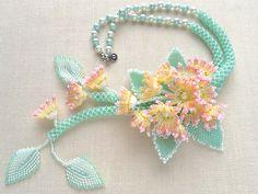 ペールトーンのお花畑ネックレス