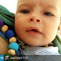 Collar de lactancia el juguete perfecto para tu bebe cuando esta en brazos.