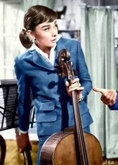 Audrey Hepburn playing the cello Golden Age Of Hollywood, Classic Hollywood, Old Hollywood, Hollywood Images, Audrey Hepburn Born, Audrey Hepburn Photos, Humphrey Bogart, British Actresses, Actors & Actresses