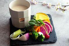 農園野菜のバーニャカウダ 鈴かぼちゃ、紅芯大根、金美人参、人参、ラディッシュ、ブロッコリー、雪うるい、あやめ雪かぶ 新鮮な野菜で春を感じてみては。