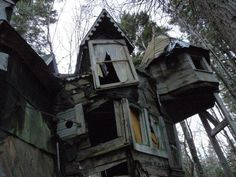 Whimsical abandoned house in Nova Scotia, Canada Old photo taken by a friend. someday ill live in nova scotia Abandoned Buildings, Abandoned Mansions, Old Buildings, Abandoned Places, Spooky Places, Haunted Places, Nova Scotia, Bohemian House, Hippie House