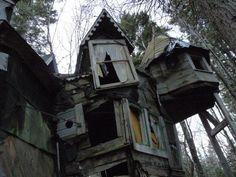 Whimsical abandoned house in Nova Scotia, Canada    A few more pics: http://i.imgur.com/6ln2EAR.jpg http://i.imgur.com/lKziJiq....