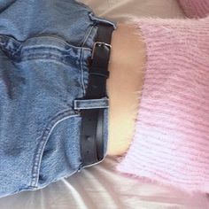 aesthetichtml, glumslut:   that mom jean and cropped sweater time...