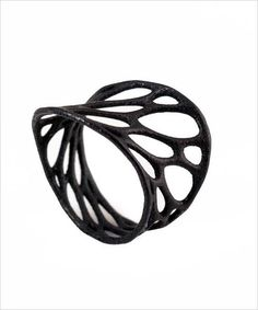 A simulation of spring meshes, this delicate ring boasts of a coral-like texture, twisted a lil giving it a playful look.