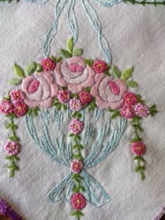 GORGEOUS VINTAGE HEAVY WEIGHT EMBROIDERED TABLE RUNNER
