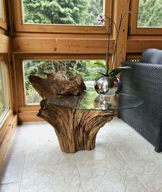 Easy Carpentry Projects - Wurzeltisch mit ESG Glasplatte Easy Carpentry Projects - Get A Lifetime Of Project Ideas and Inspiration! Tree Furniture, Diy Furniture Plans, Woodworking Furniture, Diy Woodworking, Rustic Furniture, Popular Woodworking, Driftwood Furniture, Driftwood Table, Furniture Dolly