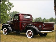 old pickup trucks Classic Pickup Trucks, Chevy Pickup Trucks, Gm Trucks, Chevy Pickups, Chevrolet Trucks, Cool Trucks, 1957 Chevrolet, Chevrolet Impala, Lifted Trucks