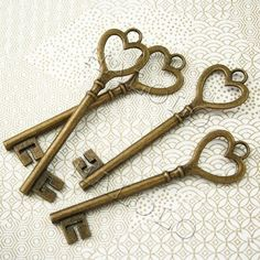 Vintage keys have such an irresistible, whimsical beauty to them! We love looking at how unique and individual old keys can be. Antique Keys, Vintage Keys, Vintage Heart, Under Lock And Key, Key Lock, Knobs And Knockers, Door Knobs, Key Jewelry, Jewlery