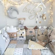Knitting Pillow Diy Sewing Projects New Ideas – baby pillow diy Quilt Baby, Nursery Room, Boy Room, Crib Pillows, Baby Crib Bumpers, Baby Bumper, Pillow Crafts, Deco Kids, Baby Towel