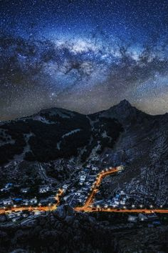 sitoutside: Akre at Night by Kaiwan photography