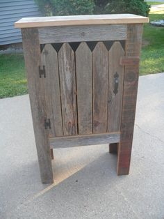 Picket Fence Cabinet Use Plant table, add picket fence pieces, hardware, chunky wood latch Primitive Furniture, Pallet Furniture, Furniture Projects, Rustic Furniture, Furniture Refinishing, Outdoor Furniture, Barn Wood Projects, Pallet Projects, Woodworking Projects