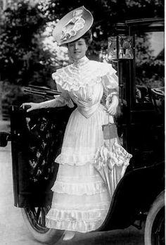 Vesta Tilley (Rotary 175 V) 1906 Edwardian Dress, Edwardian Era, Edwardian Fashion, Vintage Gowns, Vintage Ladies, Vintage Woman, Vintage Photographs, Vintage Photos, Antique Pictures
