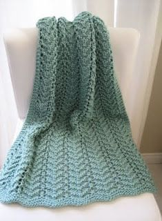 LuluKnits: Easy Lacy Baby Blanket / http://lulu-knits.blogspot.ca/2009/08/easy-lacy-baby-blanket.html