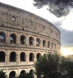 E ti ricordo ancora  quando scoprirono che mi accarezzavi piano  e mi ricordo che mi tremavano le mani (Fabio Concato) BUONGIORNO  #Roma  @mylittle500 @antomdcccxxi  #ig_rome#ig_roma#ig_italia#igersRoma#instaitalia#loves_italia #worldbestgram  #wowshot  #tv_lifestyle  #click_vision  #click_n_share #airbnb  #amazingshot #awesomepixel #awesomeitaly  #superhubs_shot  #ig_shotz #ig_captures #shotoniphone  #passionpassport #theartofslowliving #jj_indetail #exklusive_shot #ig_italia#ig_today…
