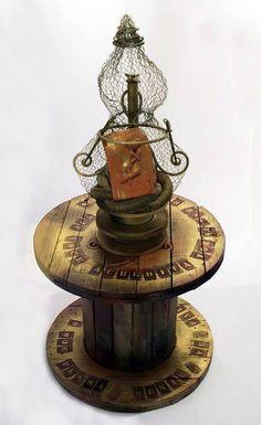 Susie Prunes - O Iluminado Escultura em Madeira e Sucatas
