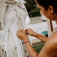 Captured in my element by at I was invited by to present my bridal… Macrame Dress, Macrame Bag, Macrame Knots, Macrame Jewelry, Fashion Details, Diy Fashion, Conquest Of Mythodea, Do It Yourself Fashion, Micro Macramé