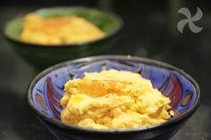 Puré super sabroso de coliflor y zanahoria con un toque especial en su elaboración: una fritada de ajo y pimentón. Perfecto como guarnición.