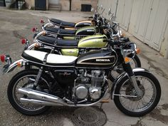 BAUER & FILS Motorcycle    Restauration de CB 500 Four des années 70'.  Ayé! Plus qu'à attendre, elles sont toutes belles pour les premières sorties. Encore 2 à venir