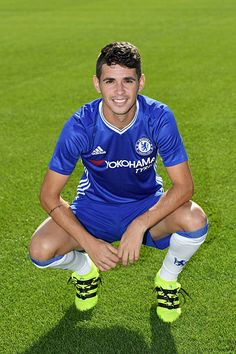 Oscar of Chelsea during the Chelsea Official Team Group at the Cobham Training Ground on September 13 2016 in Cobham England Chelsea Fc Players, Chelsea Fans, Chelsea Football, Soccer Guys, Mens Fitness, Premier League, Hot Guys, England, Soccer