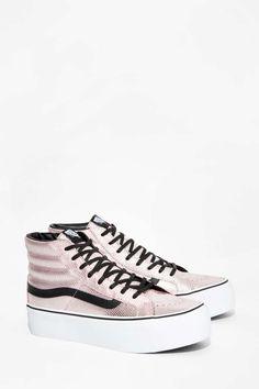 Vans Metallic Snake Hi Plateau Sneaker - Schuhe Sneakers Outfit Summer, Girls Sneakers, Best Sneakers, Sneakers Fashion, Top Shoes, Vans Shoes, Me Too Shoes, Shoes Sneakers, Platform Boots