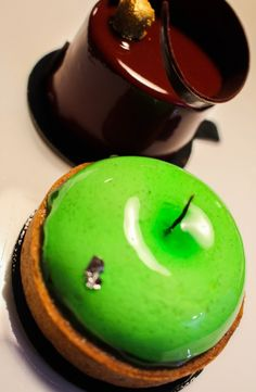 Pi ce d corative en chocolat georges larnicol for La fourchette annecy