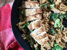 One Pot Chicken Con Broccoli - Daily Dose Of Pepper