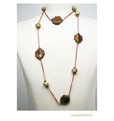 Long necklace made of crystal with amber flowers. Product from fair trade. / Collar largo de comercio justo en cristal con forma de flor en ámbar.