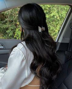 Black Hair Aesthetic, Long Black Hair, Girls With Black Hair, Grunge Hair, Dream Hair, Gorgeous Hair, Pretty Hairstyles, Hair Looks, Hair Inspo