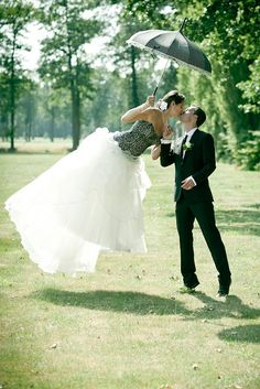 Awesome wedding photography. Mary Poppins inspired.