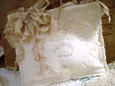 Sachet bag from old linens and lace. Vintage Diy, Vintage Crafts, Vintage Lace, Fabric Art, Fabric Crafts, Fabric Books, Doilies Crafts, Fabric Embellishment, Pillow Inspiration