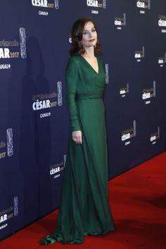 Isabelle Huppert | Voici ce que les stars ont porté à la cérémonie des César 2017