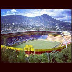 Estadio Cuscatlán por donde vive mi familia