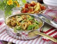 Mörka höstkvällar är det extra mysigt att samlas runt middagsbordet. Bjud på en smakrik gryta med kyckling och kantareller.