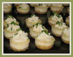 Ingrédients pour 48 bouchées :   - pour le fond :   70 g de Crackers salés de type TUC  50 g de beurre fondu    - pour le cheesecake...