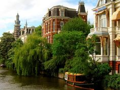 explore-the-earth:  Amsterdam, Netherlands   Looking for a great place to fulfill my late husbands ashes wish