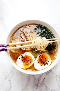 Vegetarian miso ramen is an easy gut healthy ramen recipe filled with miso garlic ginger shitake mushrooms kale and a soft boiled egg. Easily adapted to vegan by swapping the egg for tofu this comforting noodle bowl is ready to eat in 15 minutes. Healthy Ramen, Vegan Ramen, Healthy Snacks, Healthy Recipes, Ramen Miso, Miso Soup, Vegetarian Ramen Recipe, Vegan Vegetarian, Miso Ramen Broth Recipe