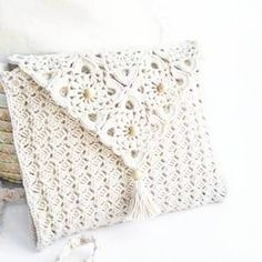 """New Cheap Bags. The location where building and construction meets style, beaded crochet is the act of using beads to decorate crocheted products. """"Crochet"""" is derived fro Filet Crochet, Bead Crochet, Crochet Purse Patterns, Crochet Purses, Pochette Rose, Crochet Simple, Flower Bag, White Handbag, Cheap Bags"""