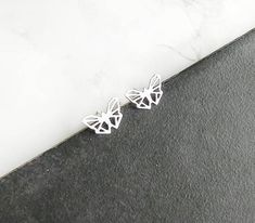 Butterfly studs earrings in silver. The perfect geometric addition to your outfit. Origami Necklace, Leaf Necklace, Origami Butterfly, Butterfly Earrings, Origami Patterns, Fabric Origami, Geometric Necklace, Valentine Gifts, Gifts For Her