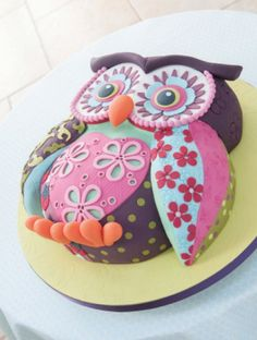 CUTEST Cake EVER! Patchwork Owl cake by Lindy Smith from her book 'Creative colour for Cake Decorating' Pretty Cakes, Cute Cakes, Yummy Cakes, Cake And Bake Show, No Bake Cake, Fondant Cakes, Cupcake Cakes, Fruit Cakes, Cake Fondant