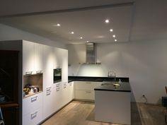 10 tips voor LED inbouwspots – Letsleds.nl Kitchen Island, Kitchen Cabinets, Table, Furniture, Gamma, Home Decor, Led, Google, Island Kitchen