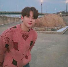 His smile looks exactly the same. Korean Boys Ulzzang, Cute Korean Boys, Ulzzang Boy, Korean Men, Cute Asian Guys, Asian Boys, Asian Men, Cute Guys, Beautiful Boys