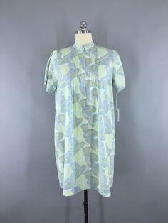 Vintage 1970s Asian Umbrella Novelty Print Day Dress