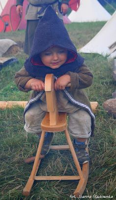 Children's costume:    Karpacka Troja na grodzisku w Trzcinicy // early medieval Slavic - jovana - Picasa Web Albums