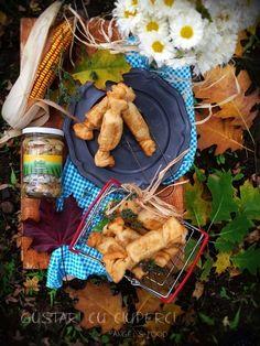 Gustari in forma de bomboane, umplute cu ciuperci Sun Food, castane, nuci si cascaval I Foods, Picnic, Dairy, Cheese, Sun, Recipes, Picnics, Picnic Foods