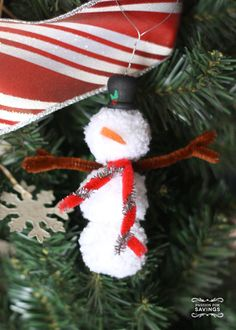 Pom Pom Snowman - DIY Christmas Ornaments that the kids would love to help make. Christmas Crafts and Decorations!