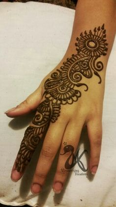 Contact MK if you're in the market for a Bridal Henna or Makeup Artist.   MK also does Sari/Hijab wraps and pinning.  Based in NY... Open to travel!  For business inquires please email, message, or text me =) WWW.MKBRIDAL.COM  IG/FB: @mesmerizingkreativity  Email: mesmerizingkreativity@ gmail.com  Text/call: (917) 325-0415  Snapchat: Maky6325  #mesmerizingkreativity #mkbridal #indohenna #desibride #henna #mehndi #bridalhenna #bridal #bridalmehndi #desibride #bengalibride #indianbride…